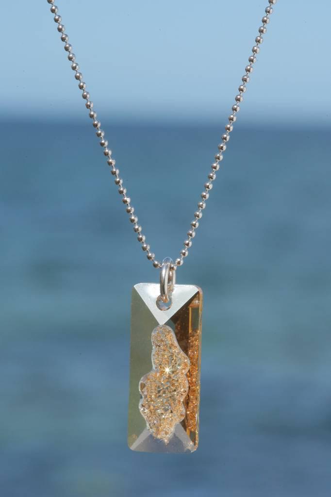artjany Kette mit einem Rectangle Kristall in golden shadow