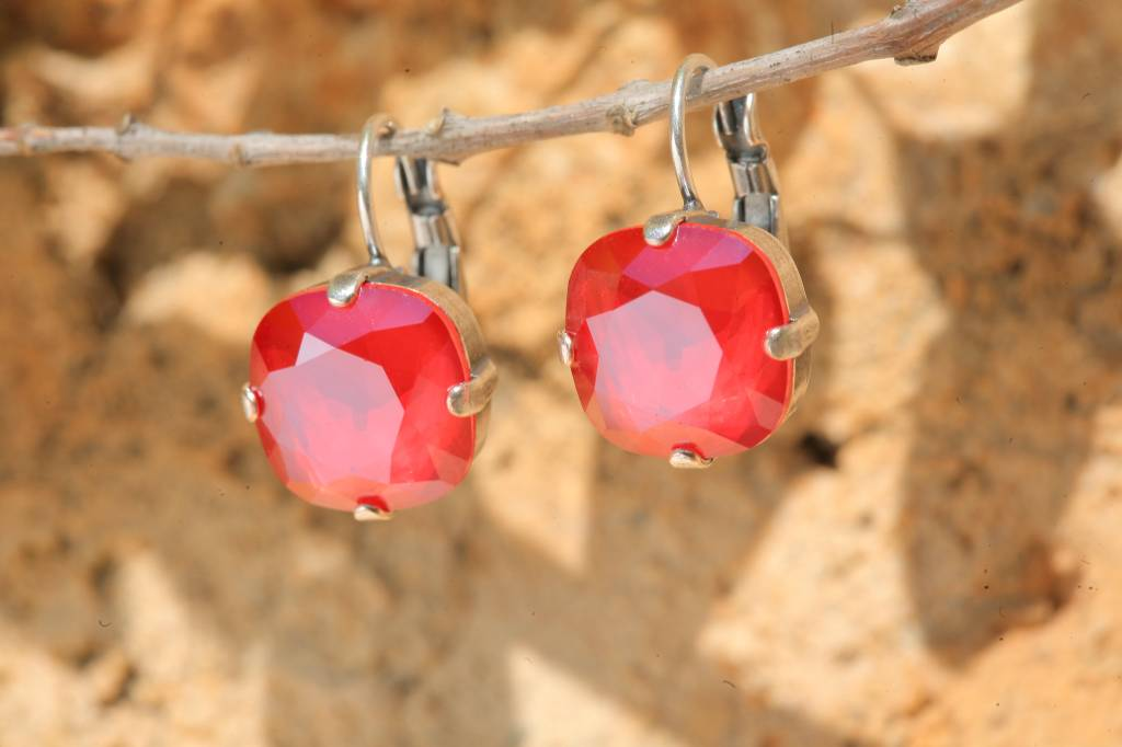 artjany Ohrhänger mit crystals in royal red
