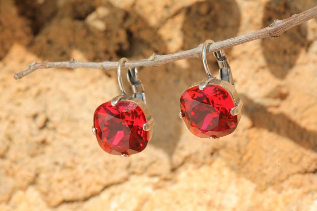 artjany Ohrhänger mit Kristallen in scarlet