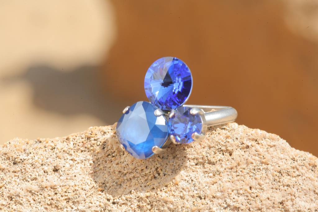 artjany Ring mit crystals in sapphire blau