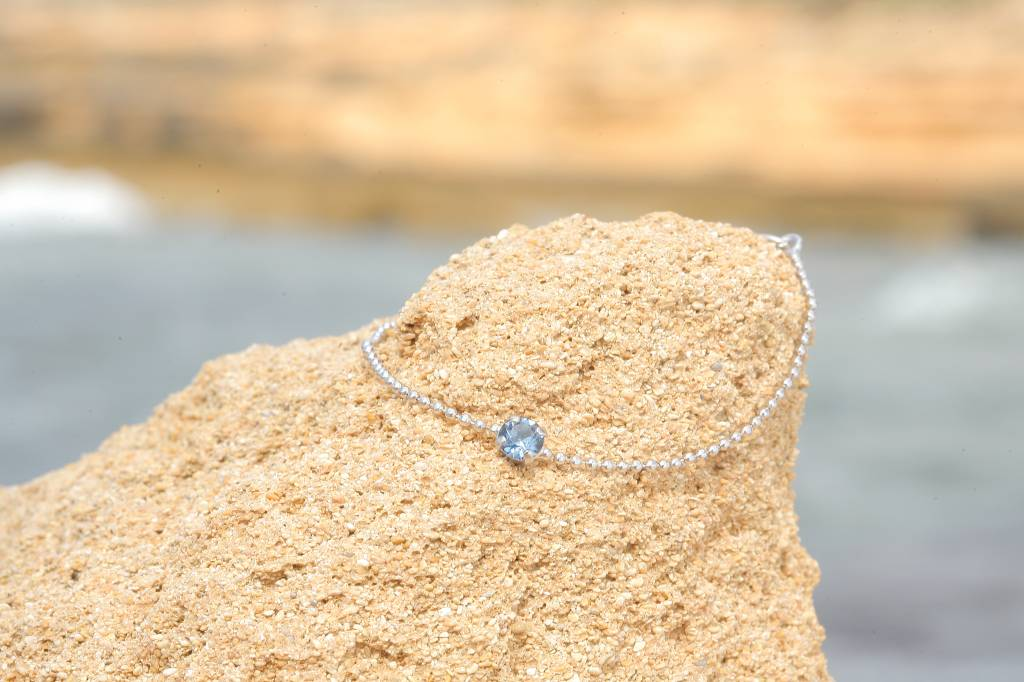artjany Armband mit einem Kristall in indian sapphire