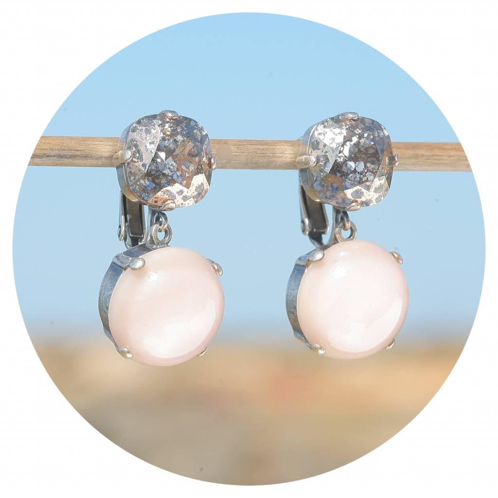 artjany Ohrclip mit einem Cabochon in nude  & einem Kristall in silver patina