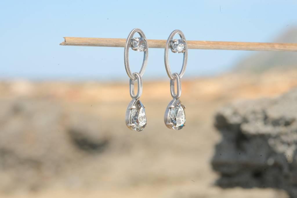 artjany Ohrstecker mit Kristallen in silver patina