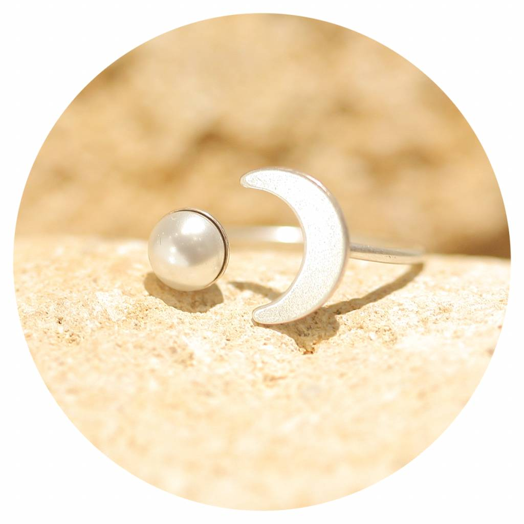 artjany Halbmond Ring mit einer Perle in white pearl