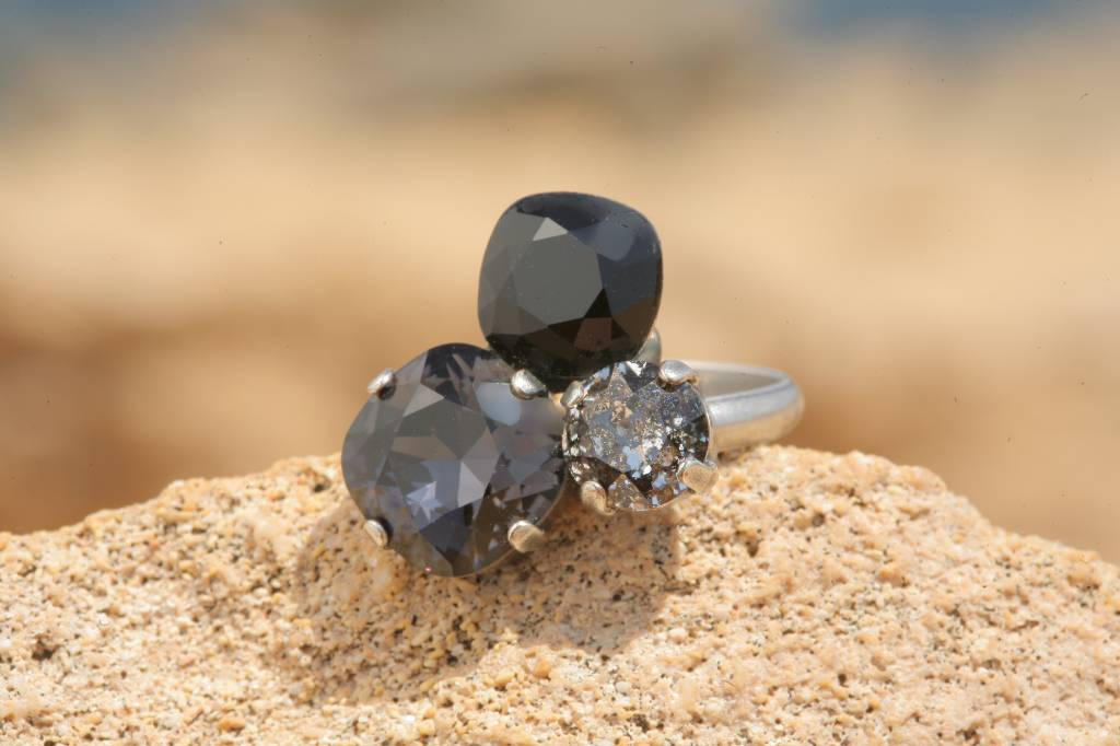 artjany Ring mit crystals in black patina mix