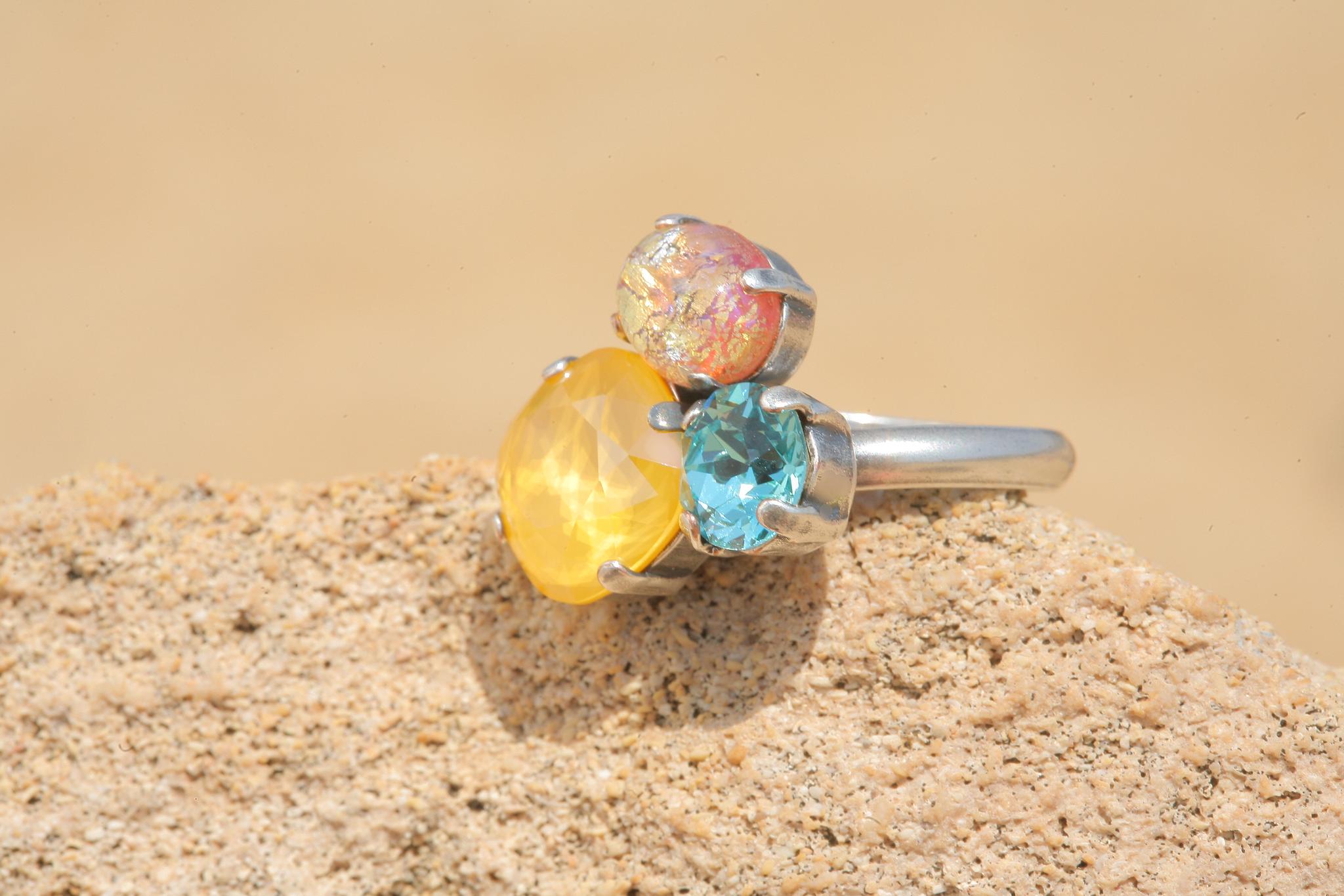 artjany Ring mit Kristallen in Vintage Gelb Türkis Mix