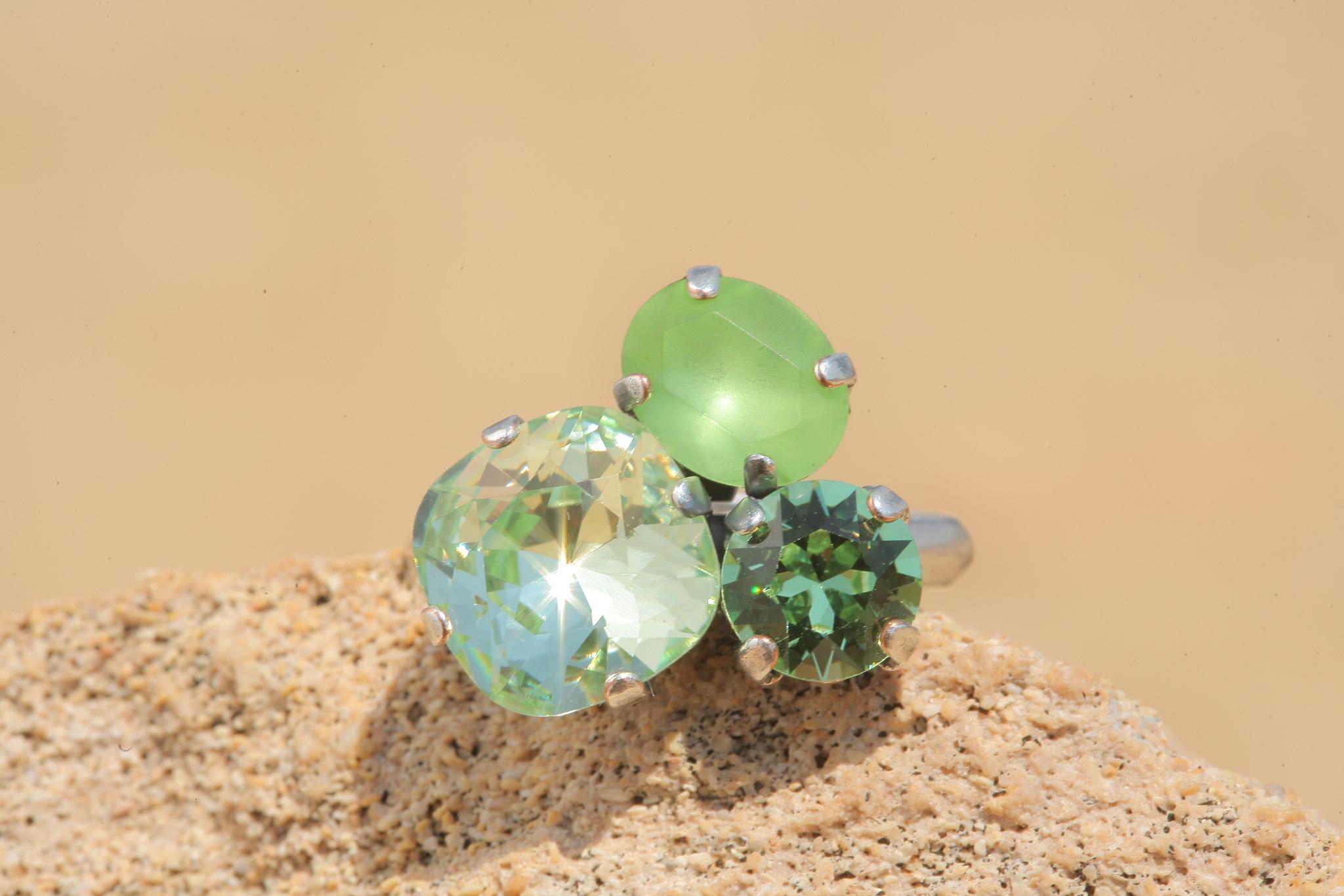 artjany Ring mit Kristallen im crysolite peridot mix