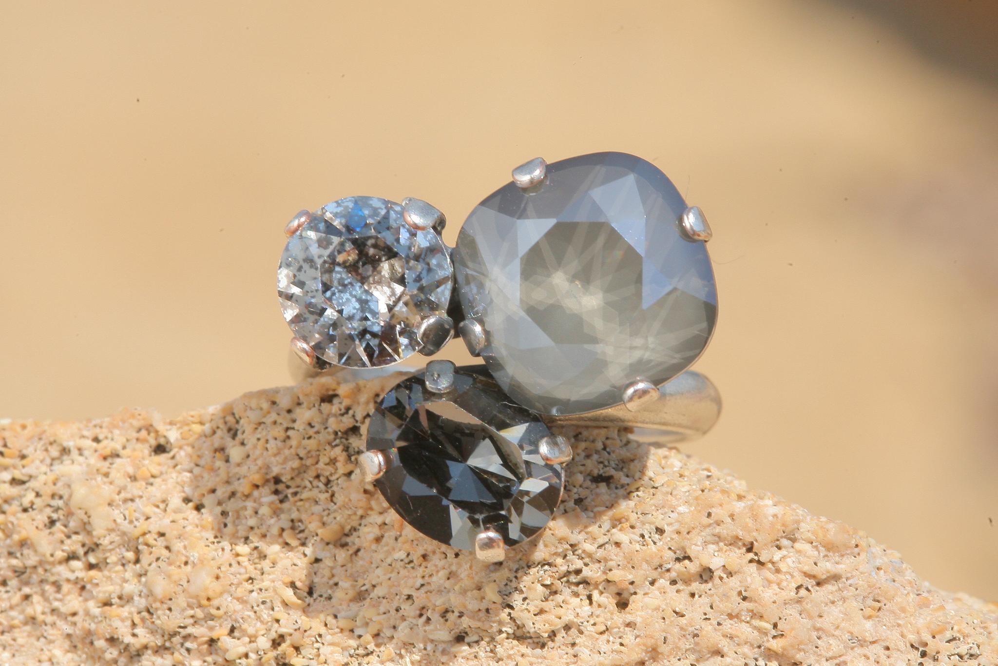 artjany Ring mit Kristallen im dark grey patina mix