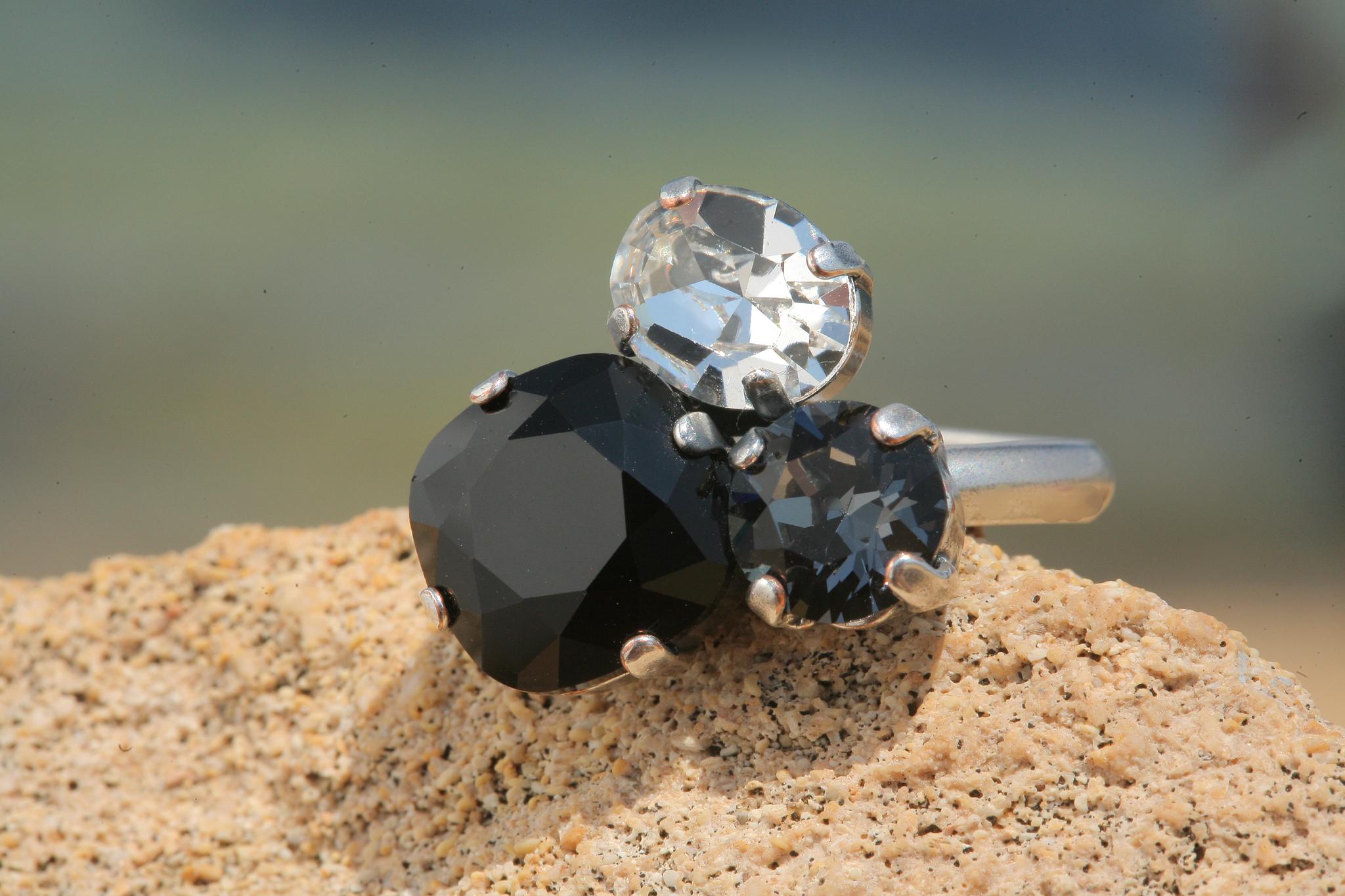 artjany Ring mit Kristallen im graphite jet mix