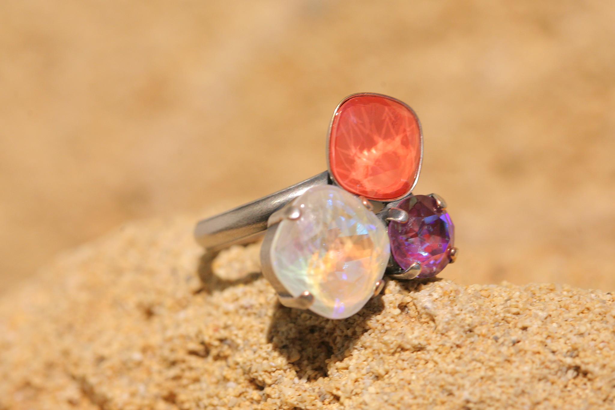 artjany Ring mit crystals in einem coral delite mix