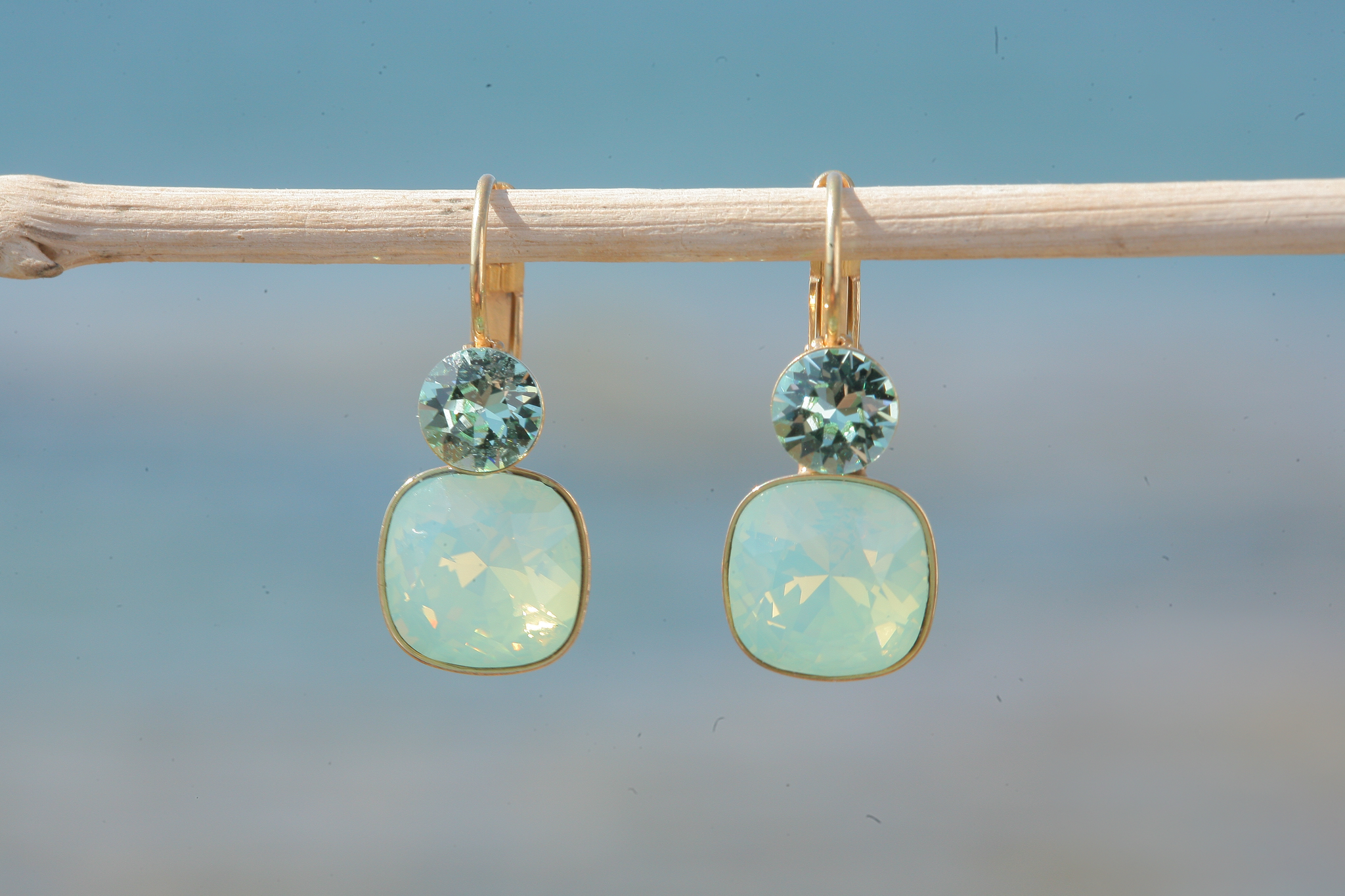artjany Ohrhänger mit Kristallen in einem crysolite opal mix