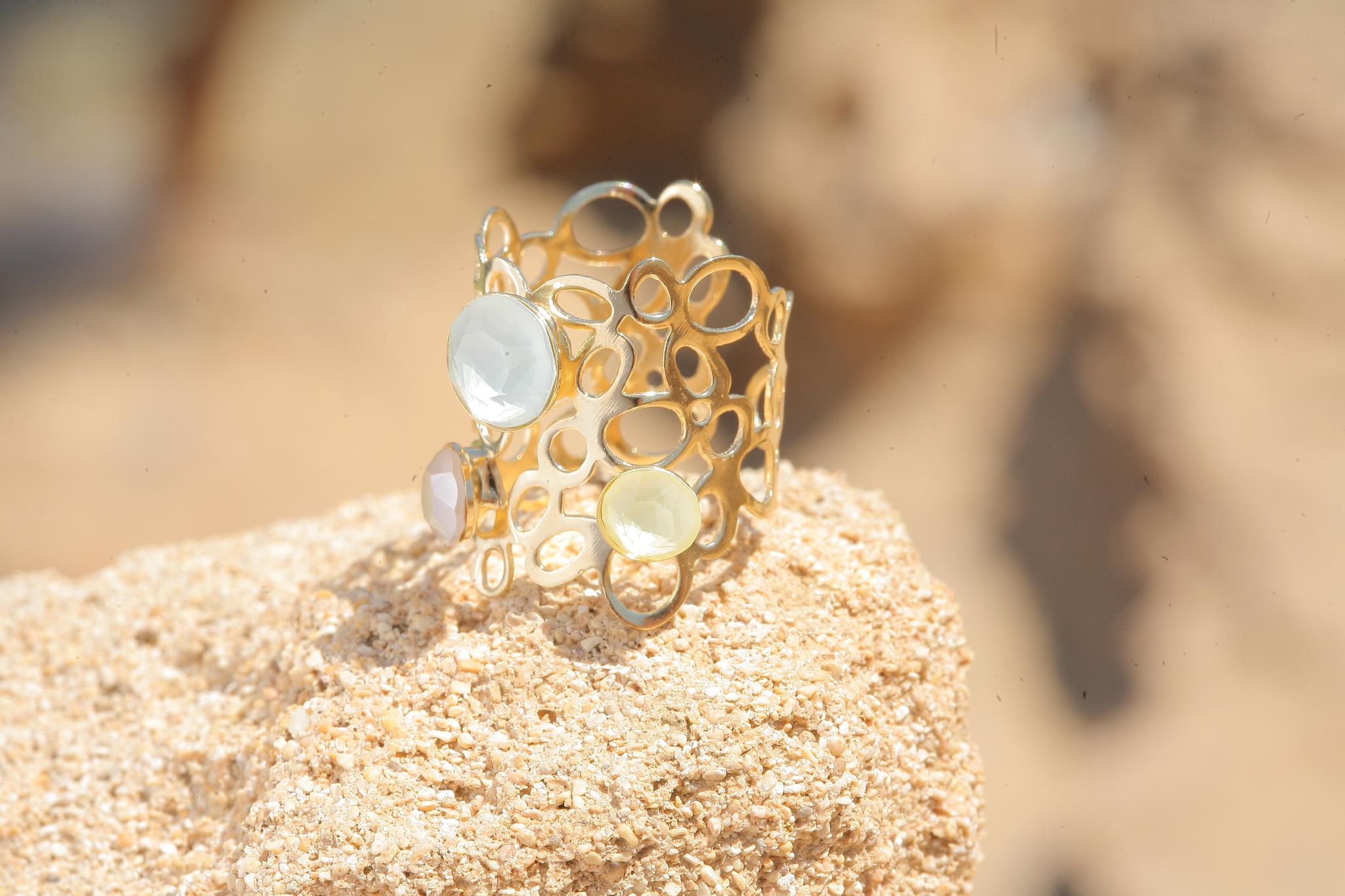 artjany goldener Ring in einem Pastell mix