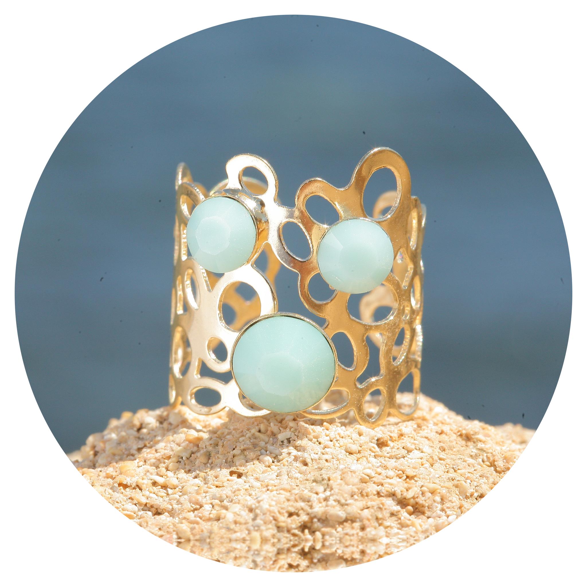 artjany goldener Ring in einem Mint mix