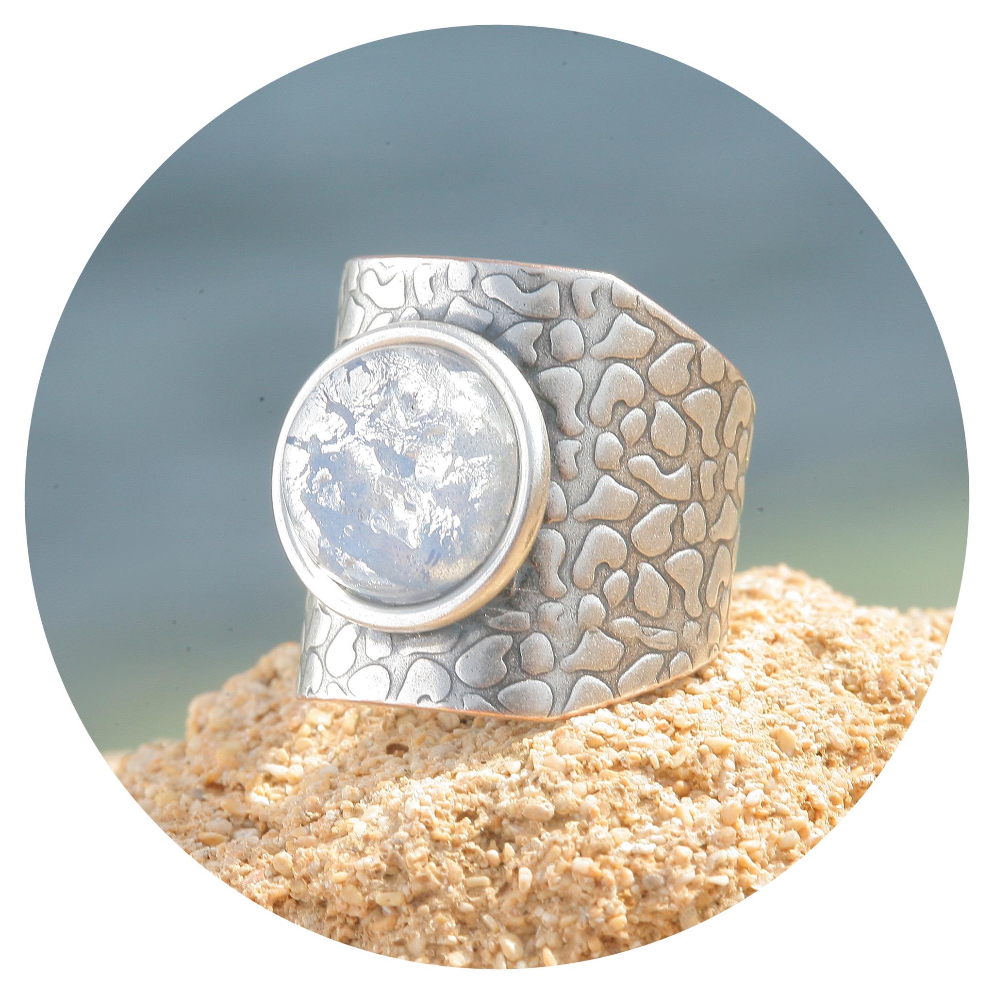 artjany Ring in hellblau patina