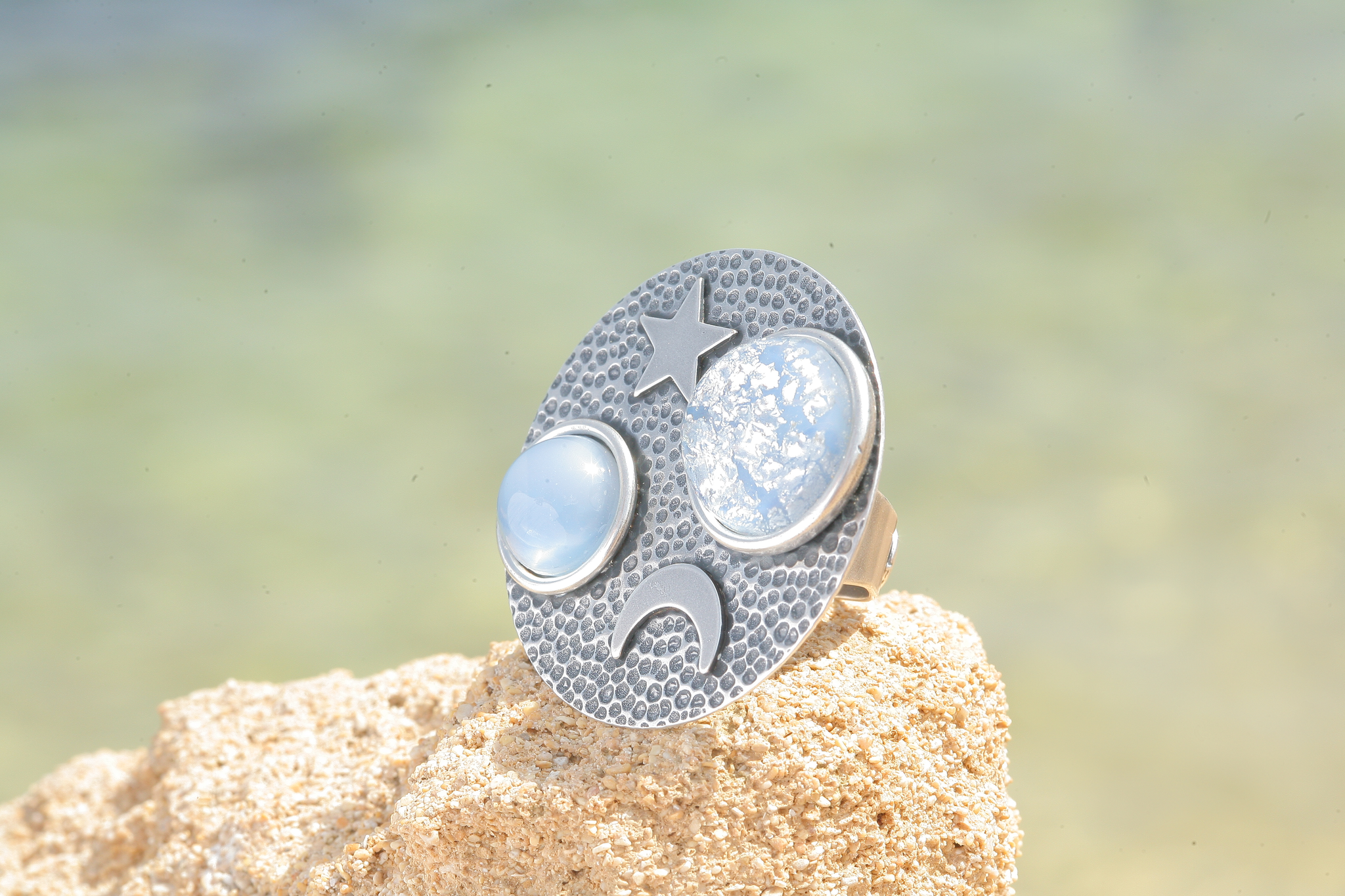 artjany Ring mit  Cabochons in blau patina