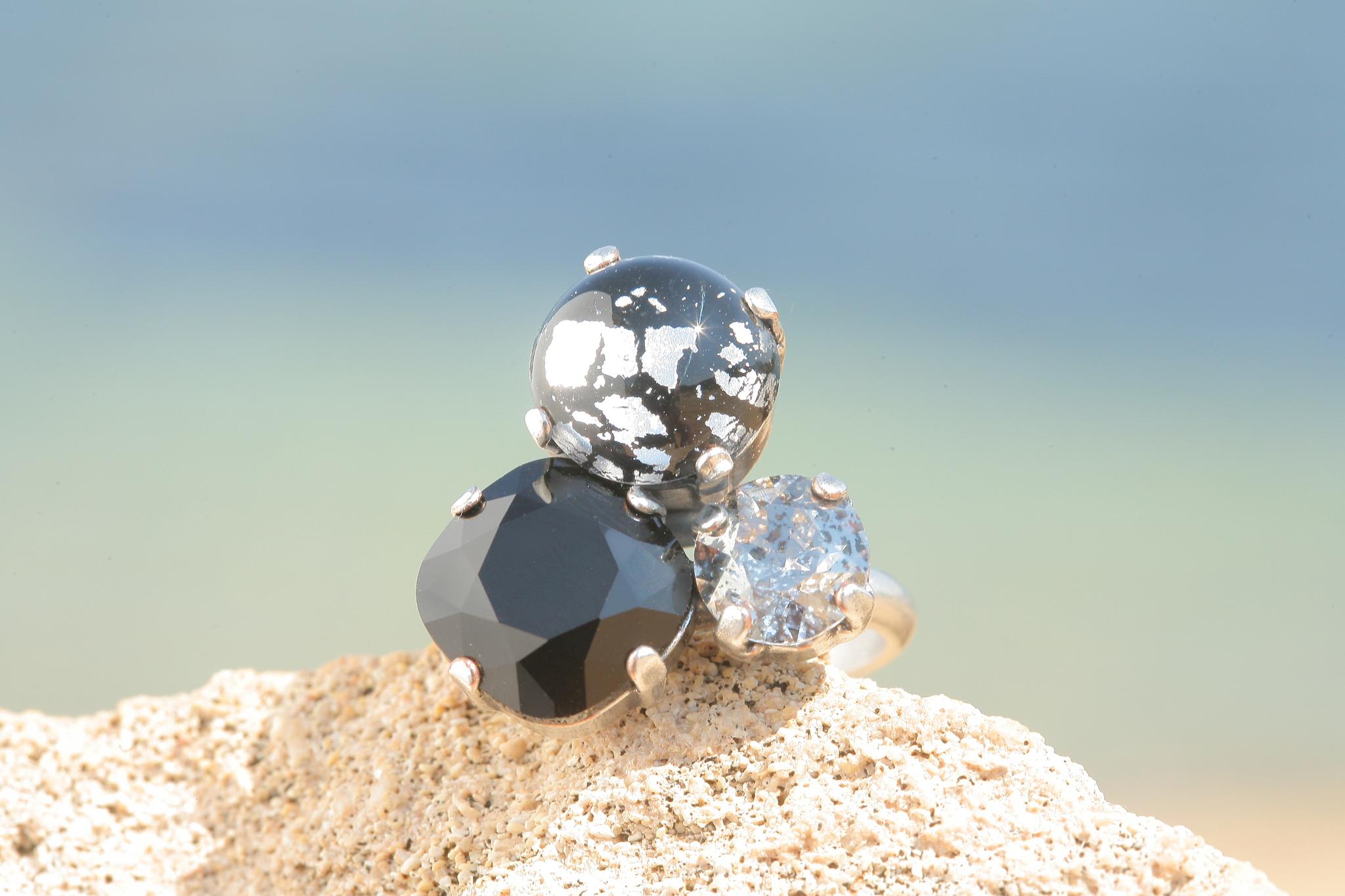 artjany Ring mit crystals im black patina mix