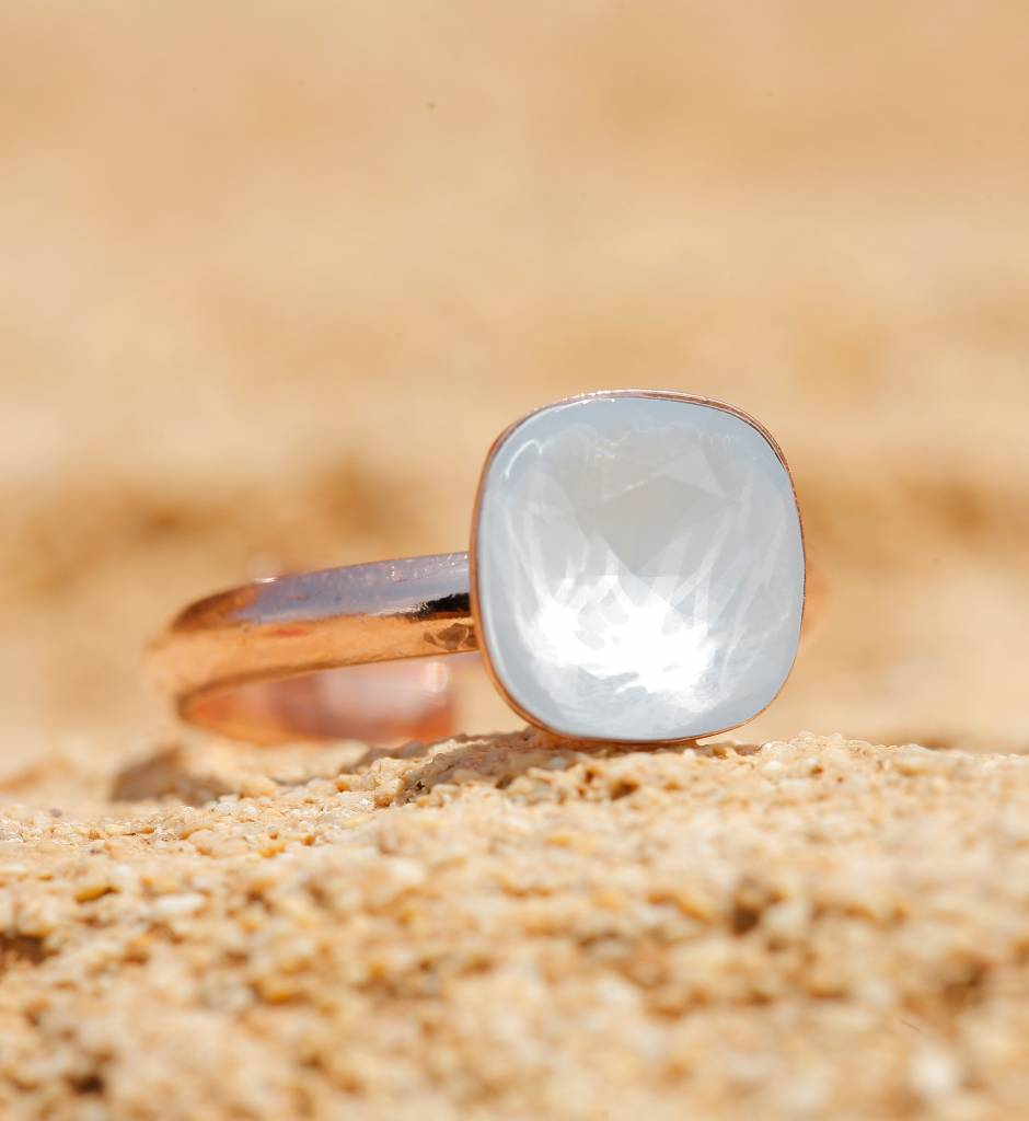 artjany Ring mit einem crystal in powder blue