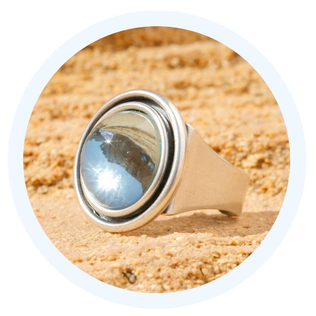 artjany Ring mit einem Cabochon in azore