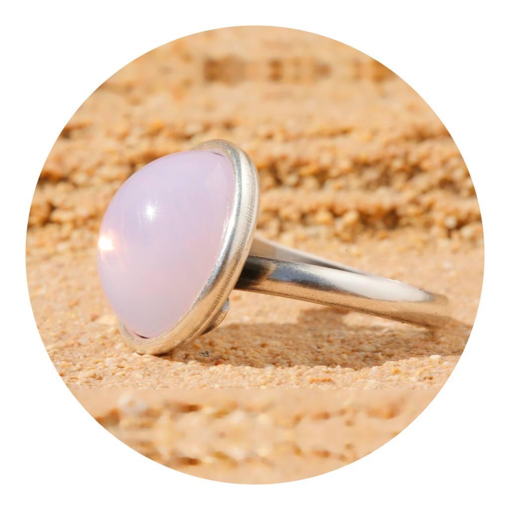 artjany Ring mit einem Cabochon in rose opal