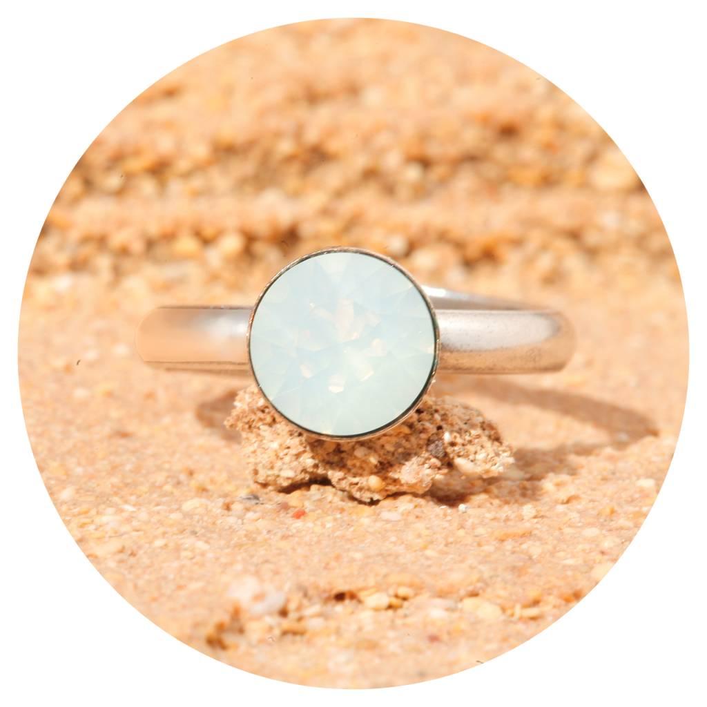 artjany Ring mit einem crystal in white opal