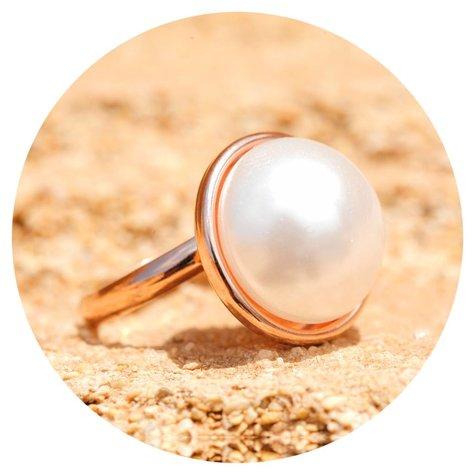 artjany Ring mit einer Perle in weiss