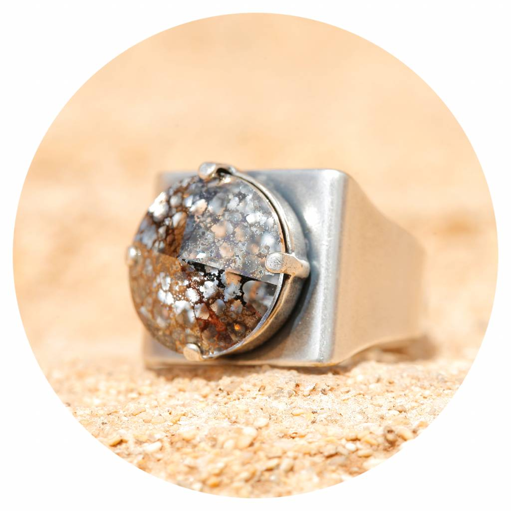 artjany Ring mit einem crystal in black patina