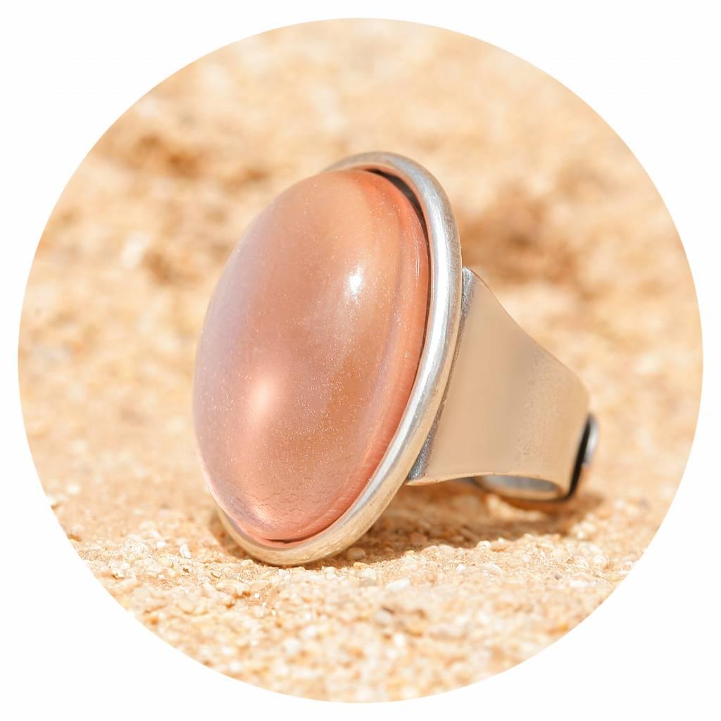 artjany Ring mit einem Cabochon in rose