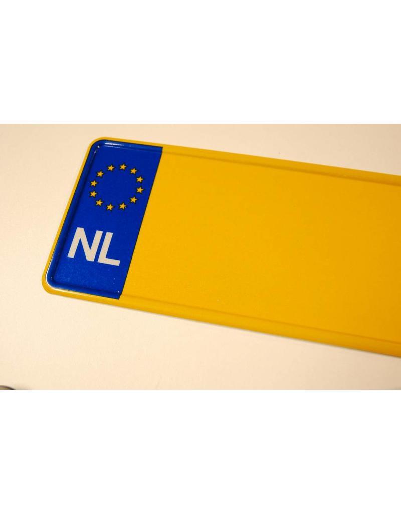 Geel NL kentekenplaat met naam