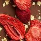 - ENTRÉE | Milchschokolade 40% mit gefriergetrocknete Erdbeerscheiben, ganze Himbeere und 23 Karat Goldflocken, 100g