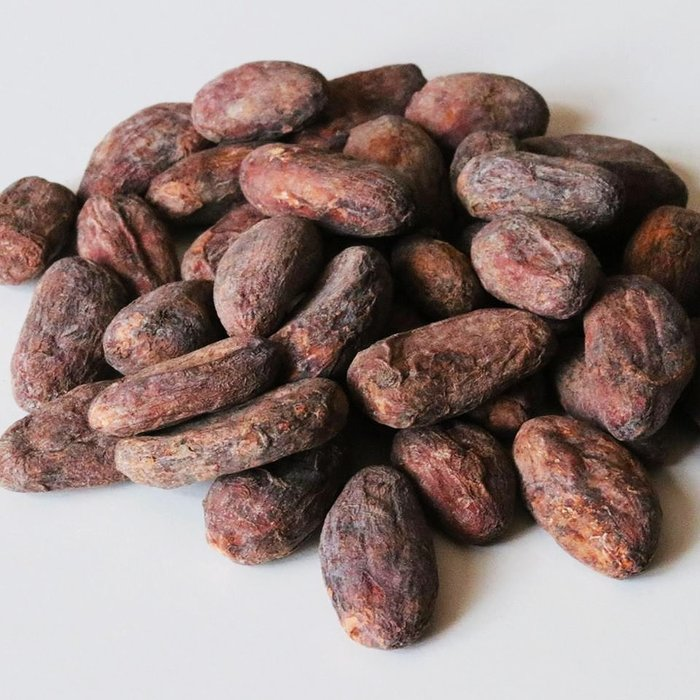 - 65% Schokolade mit Pfefferminze, mit Datteln gesüßt. Vegan freundlich, Knusprige Textur, 60g