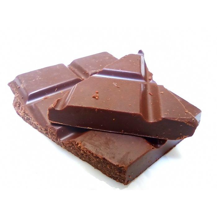 - 52% Schokolade mit Orangenschale, Sanddorn Stücken, mit Datteln gesüßt. Vegan freundlich, Knusprige Textur, 60g