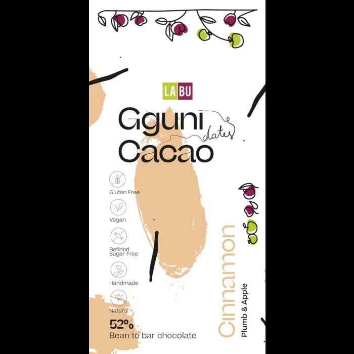 - 52% Schokolade mit Zimt, Pflaumen Stücken, mit Datteln gesüßt