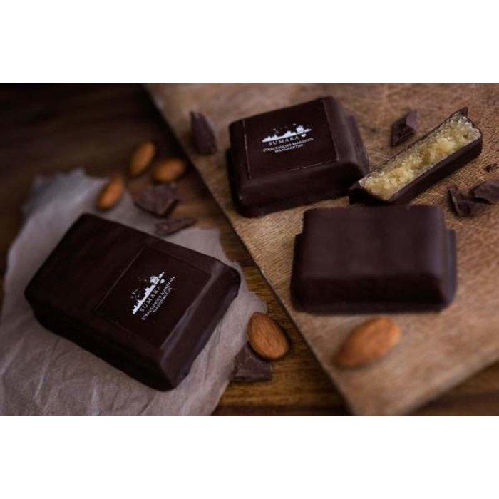 - Marzipantafel mit Zartbitterschokolade
