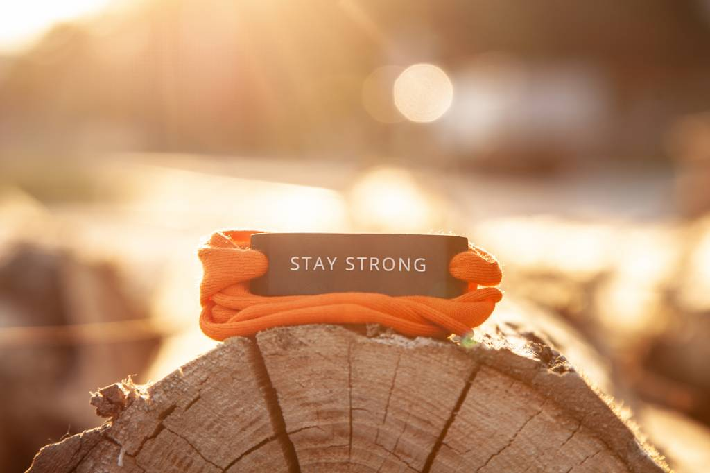 STAY STRONG -SCHWARZ