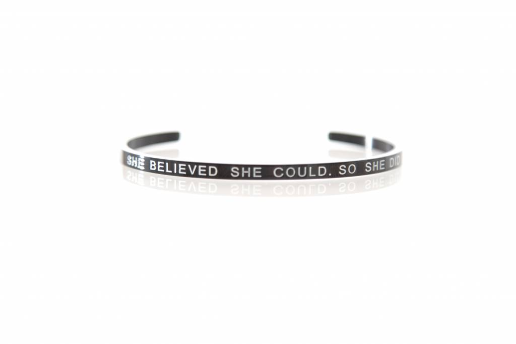"""SHE BELIEVED SHE COULD • SO SHE DID"" Armreifen SCHWARZ"