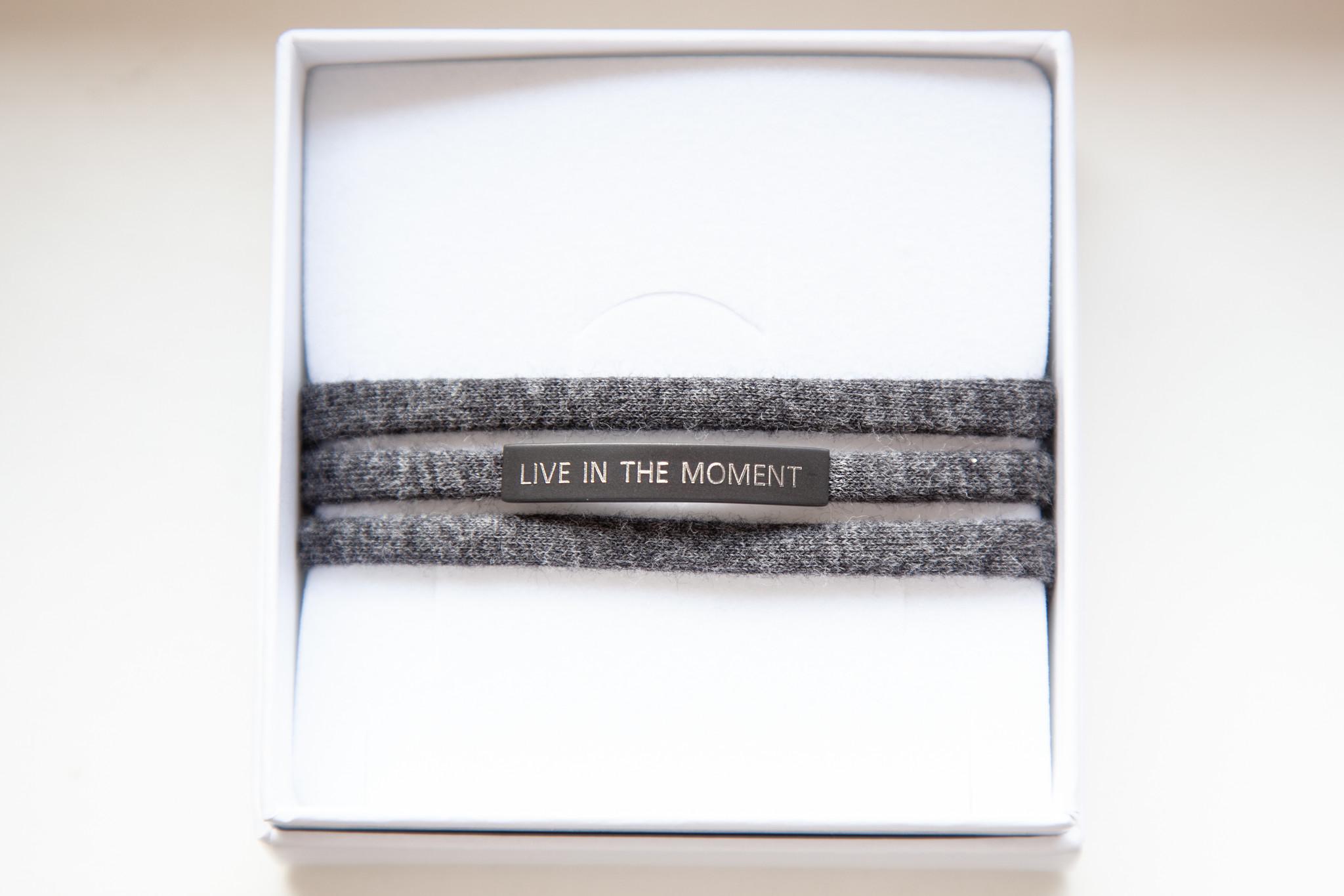"""LIVE IN THE MOMENT"" schwarz matt / N*dividual"