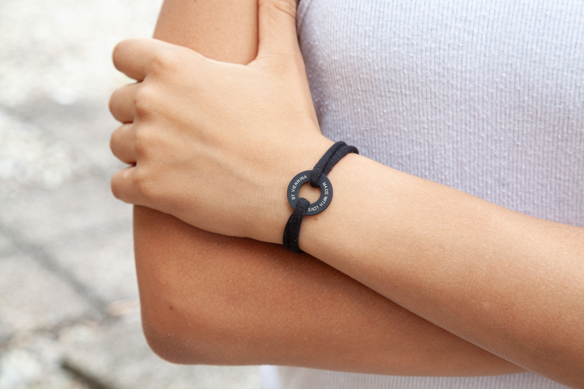 "ARMBAND/ groß schwarz matt /""MADE WITH LOVE BY VIENNINA"" / N*FINITY"
