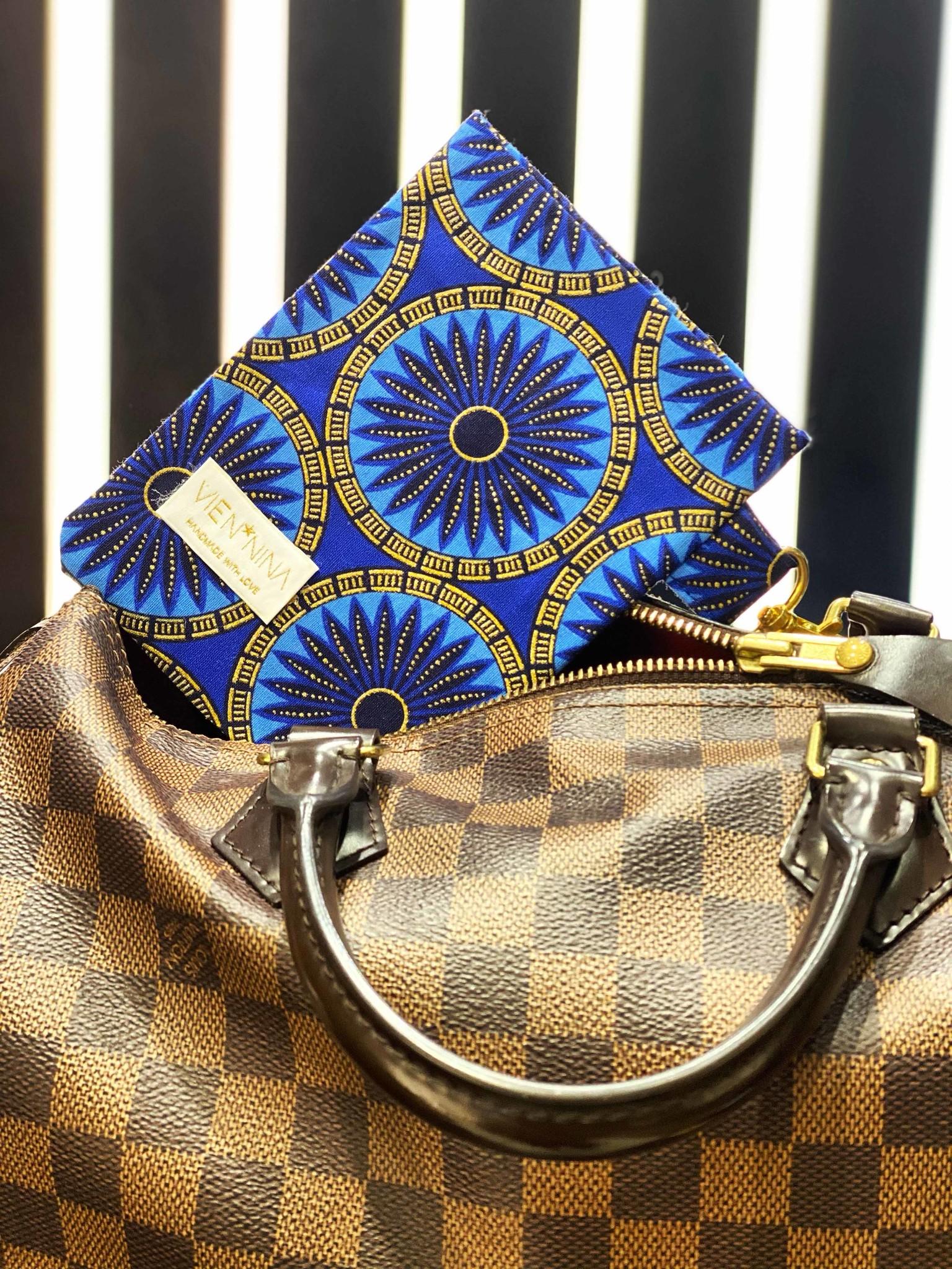 """AFRICAN BLUE FLOWER""  handgemachte PASSHÜLLE"