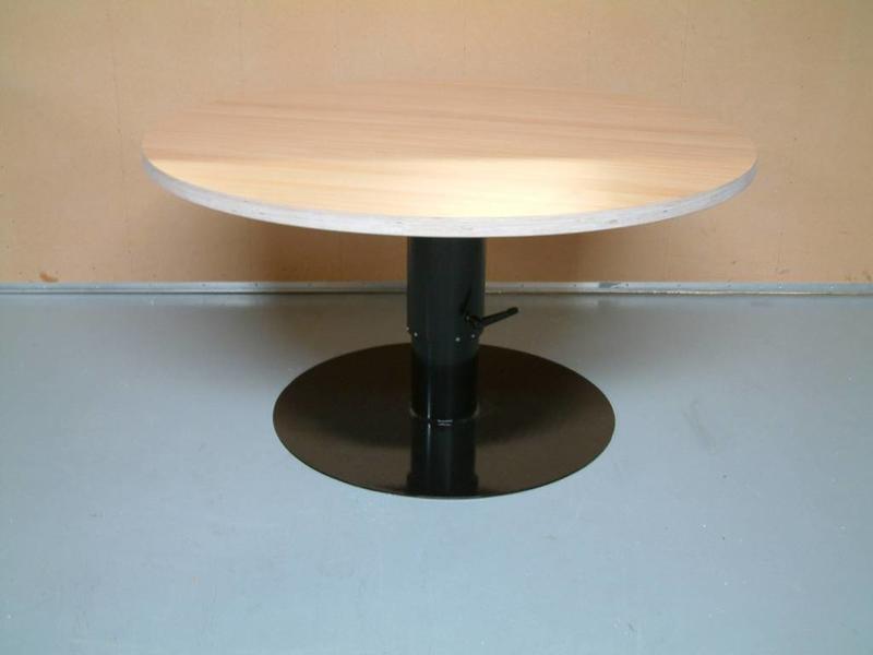 Atelier Michel Koene Hoog/laag tafel AMK met spindel, blad ecoplex wit   Ø 170cm