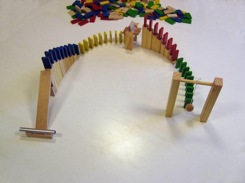 Houten Domino Race met hindernissen   200 steentjes