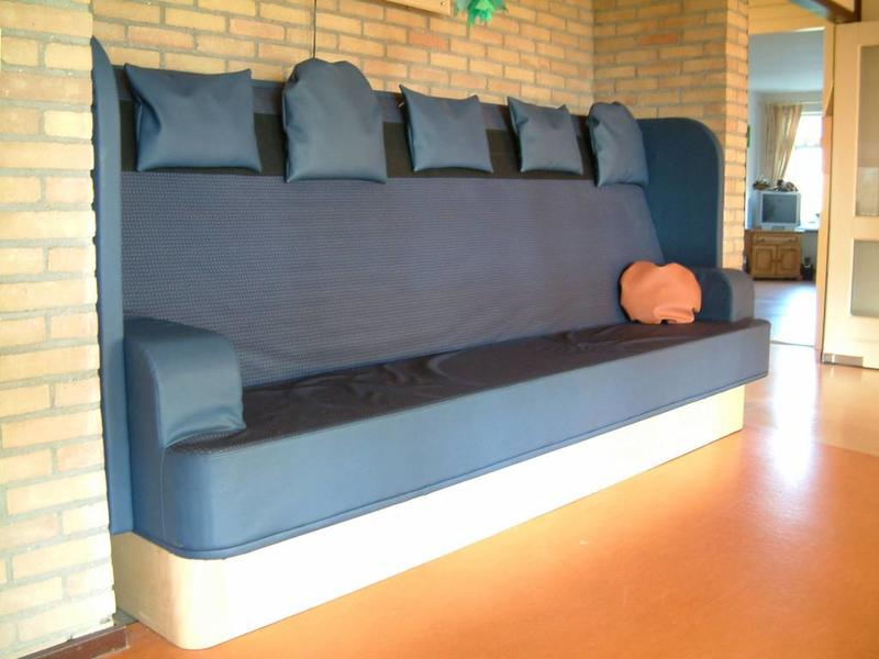 Atelier Michel Koene Verwarmde bank in nis