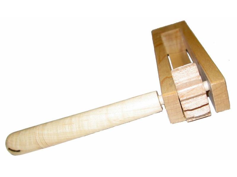 Goldon Blankhouten ratel   14 x 13 x 3cm