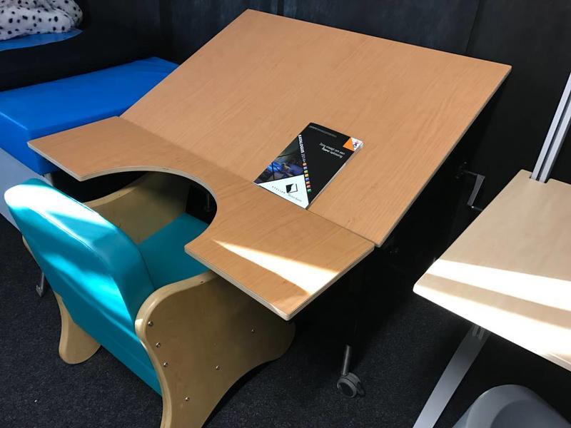 AMK tafel met kantelbaar blad DEMO