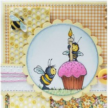 Gummistempel, bier, et lys og en muffin / cupcake