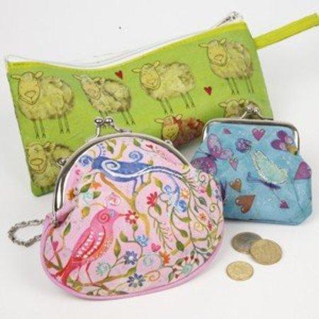 Objekten zum Dekorieren / objects for decorating 1 sac de crayon, 23x11 cm, pour décorer, peindre et décorer.