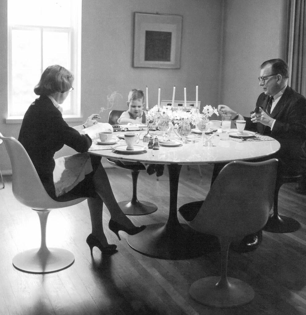 """Knoll Tulip tafel """"Saarinen"""""""