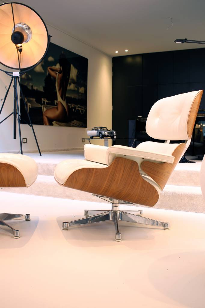 Charles Eames Lounge speciale chrome editie