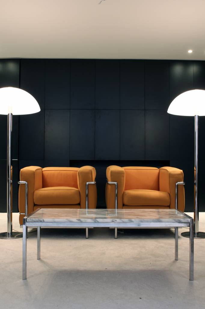 Koppel Le Corbusier LC2 1 zit
