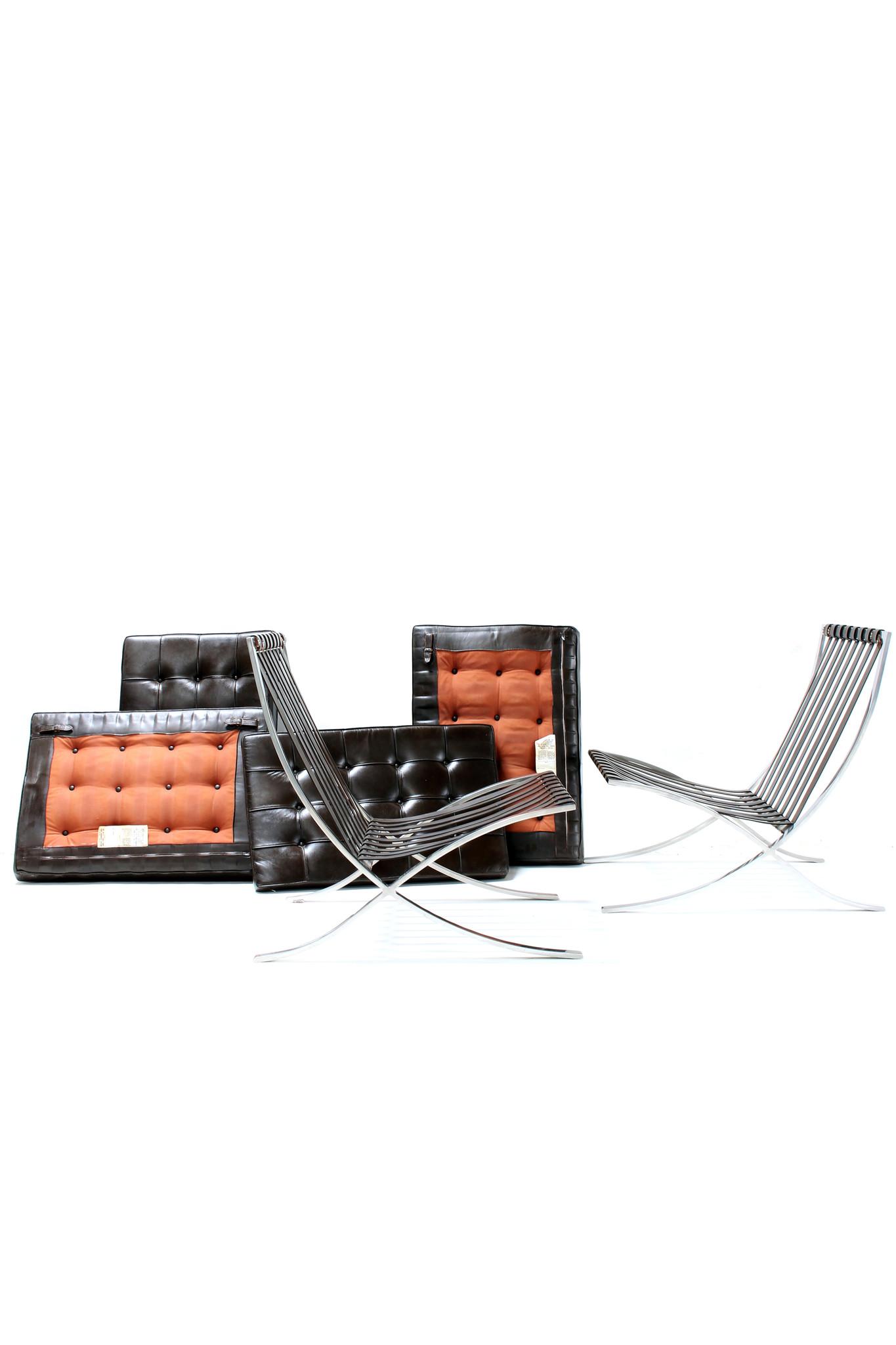 Koppel vintage Barcelona chairs door Ludwig Mies van der Rohe
