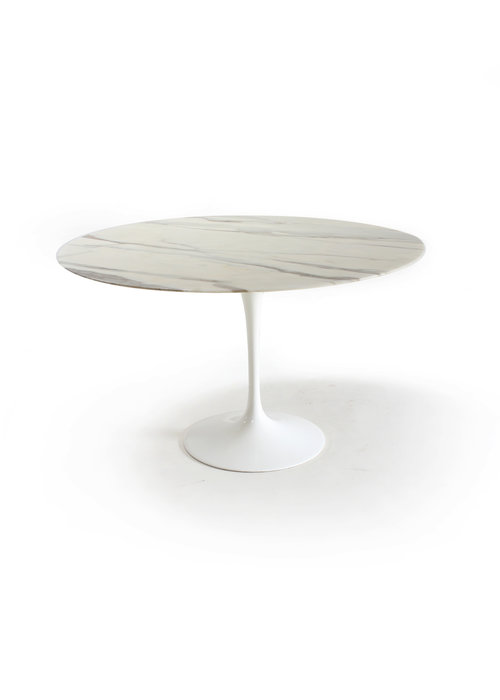 Knoll dining table by Eero Saarinen